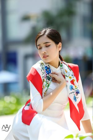 Khăn lụa tơ tằm Bảo Lộc in họa tiết viền đỏ