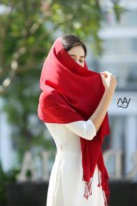 khăn lụa tơ tằm bảo lộc màu đỏ 1