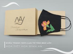 khẩu trang lụa vẽ tay hoa diên vỹ