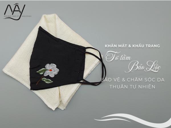 khăn mặt tơ tằm và khẩu trang thêu tay hoa trà