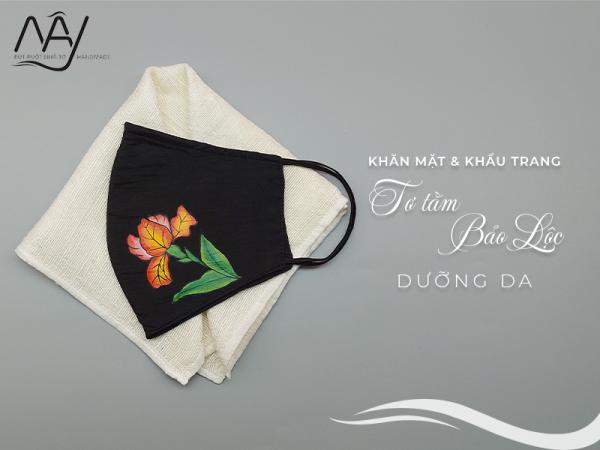khăn mặt tơ tằm và khẩu trang vẽ tay hoa diên vỹ
