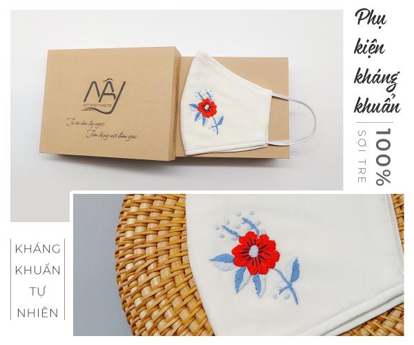 Khẩu trang thêu tay hoa đỏ Mây Handmade màu trắng 1