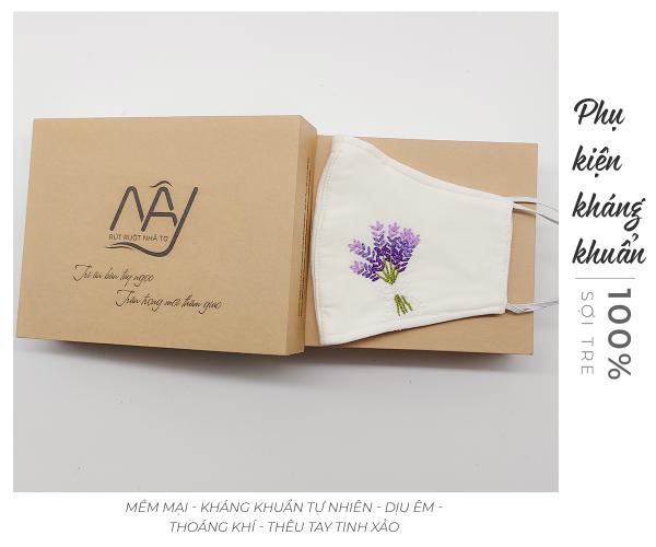 khẩu trang thêu tay lavender Mây Handmade màu trắng 3