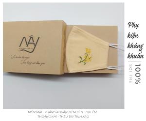 khẩu trang thêu tay mimosa Mây Handmade màu be 3