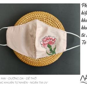 khẩu trang lụa vẽ tay hoa cẩm chướng màu hồng 1