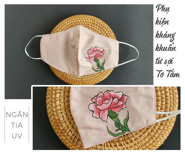 khẩu trang lụa vẽ tay hoa cẩm chướng màu hồng 2