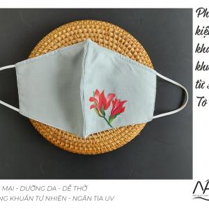 khẩu trang lụa vẽ tay hoa lay ơn màu ghi 1