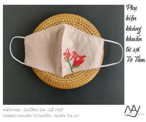 khẩu trang lụa vẽ tay hoa lay ơn màu hồng 1