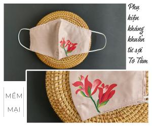 khẩu trang lụa vẽ tay hoa lay ơn màu hồng 2