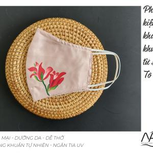 khẩu trang lụa vẽ tay hoa lay ơn màu hồng 3