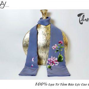khăn lụa cao cấp thêu tay hoa cúc màu ghi 3