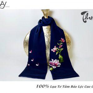 khăn lụa cao cấp thêu tay hoa cúc màu navy 2