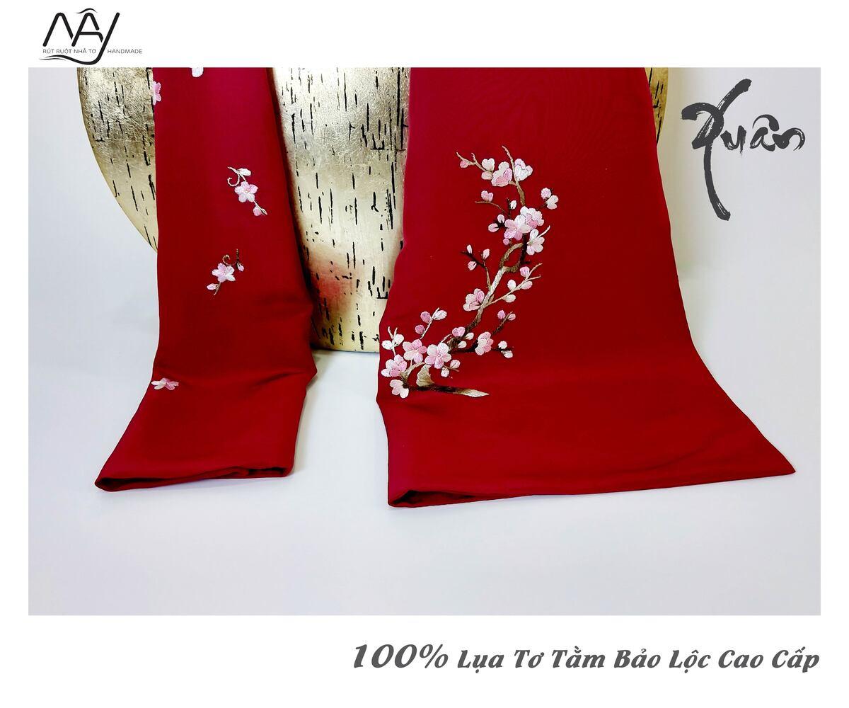 khăn lụa cao cấp thêu tay hoa đào màu đỏ 2
