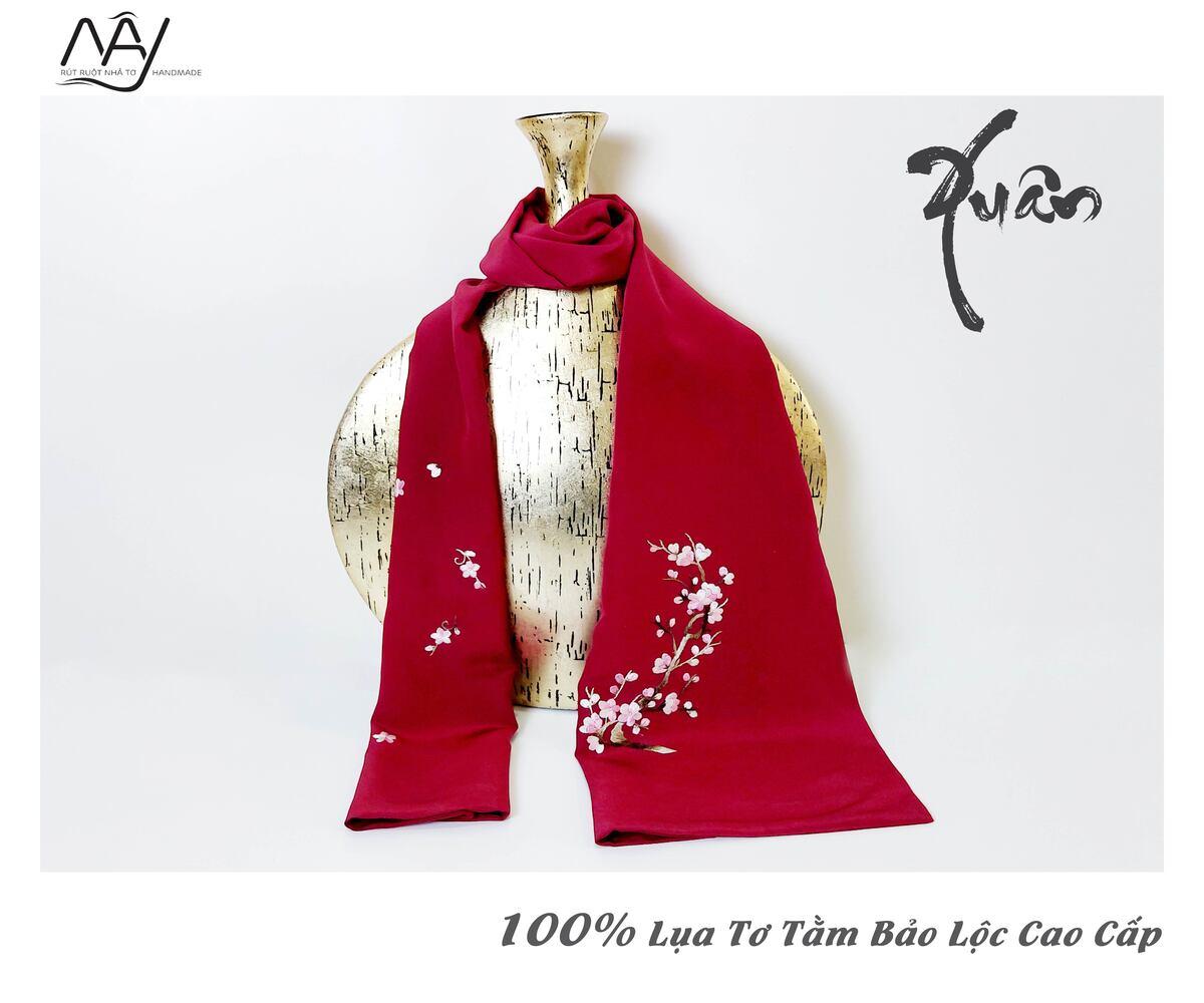 khăn lụa cao cấp thêu tay hoa đào màu đỏ 3