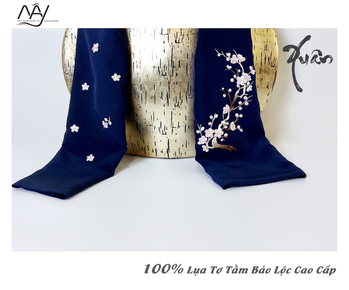 khăn lụa cao cấp thêu tay hoa đào màu navy 2