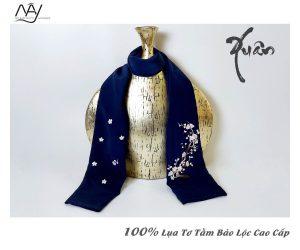 khăn lụa cao cấp thêu tay hoa đào màu navy 3