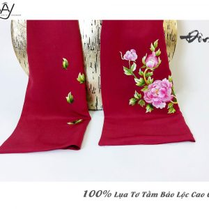 khăn lụa cao cấp thêu tay hoa mẫu đơn màu đỏ 2