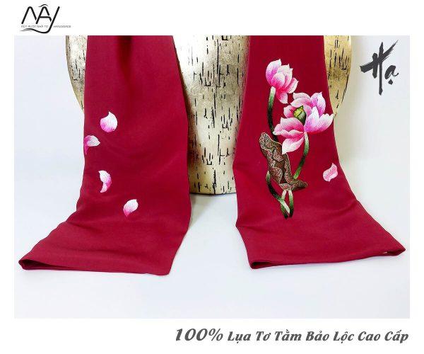 khăn lụa cao cấp thêu tay hoa sen màu đỏ 2