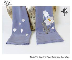 khăn lụa cao cấp thêu tay hoa sen màu ghi 2