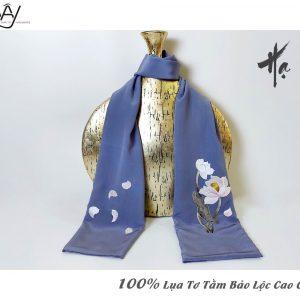 khăn lụa cao cấp thêu tay hoa sen màu ghi 3