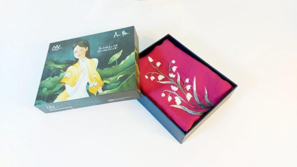khăn lụa thêu tay hoa linh lan tím 2
