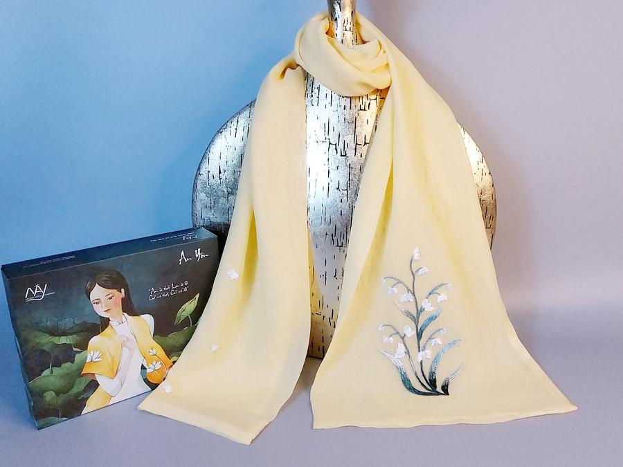khăn lụa thêu tay hoa linh lan vàng 1