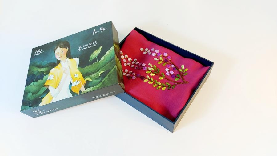 khăn lụa thêu tay hoa mimosa tím3