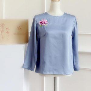 áo thêu tay hoa cúc màu xanh 1