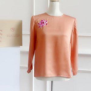 áo thêu tay hoa sen màu cam hồng 1