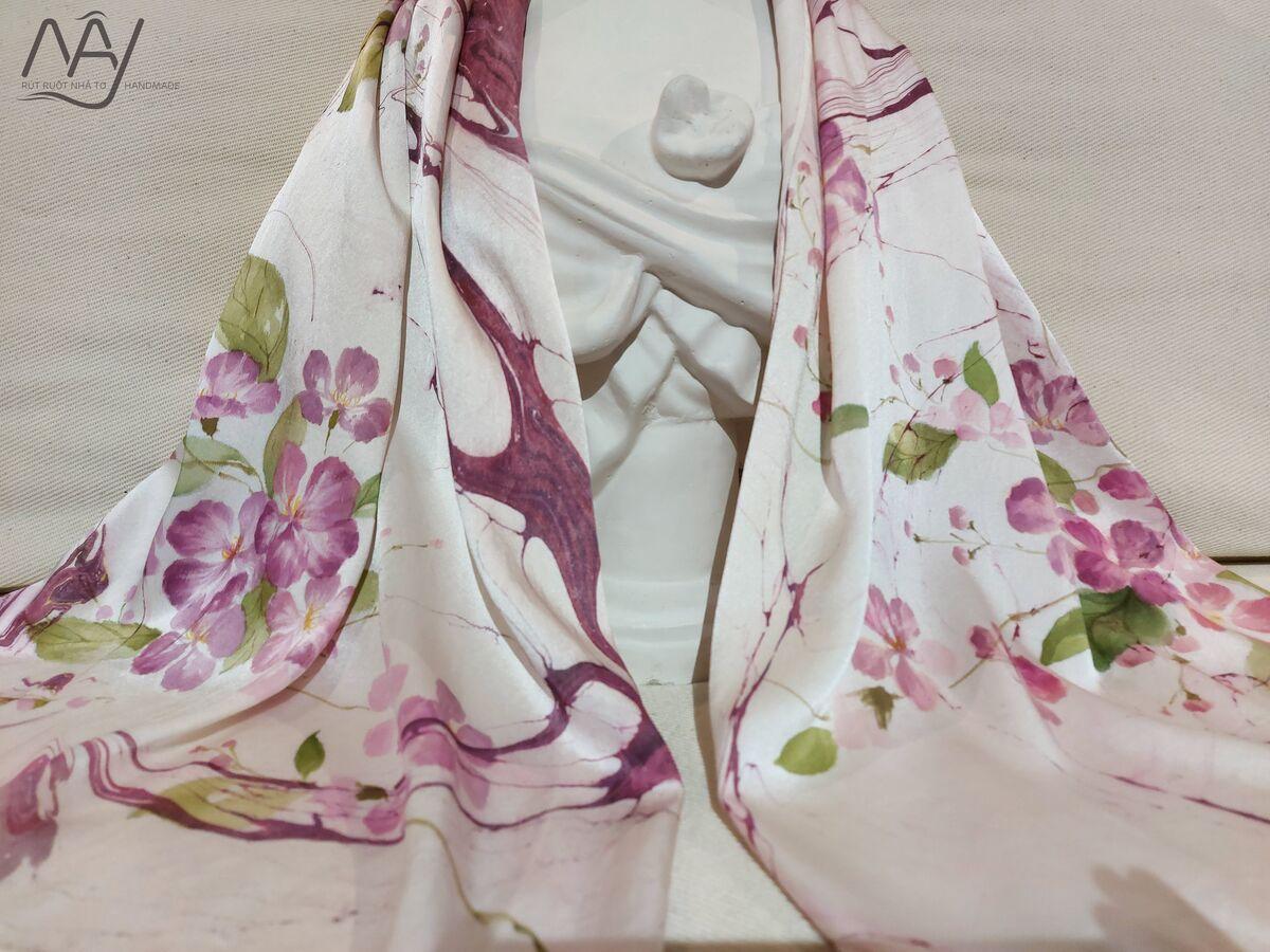 khăn lụa tơ tằm vẽ tay hoa bằng lăng 3