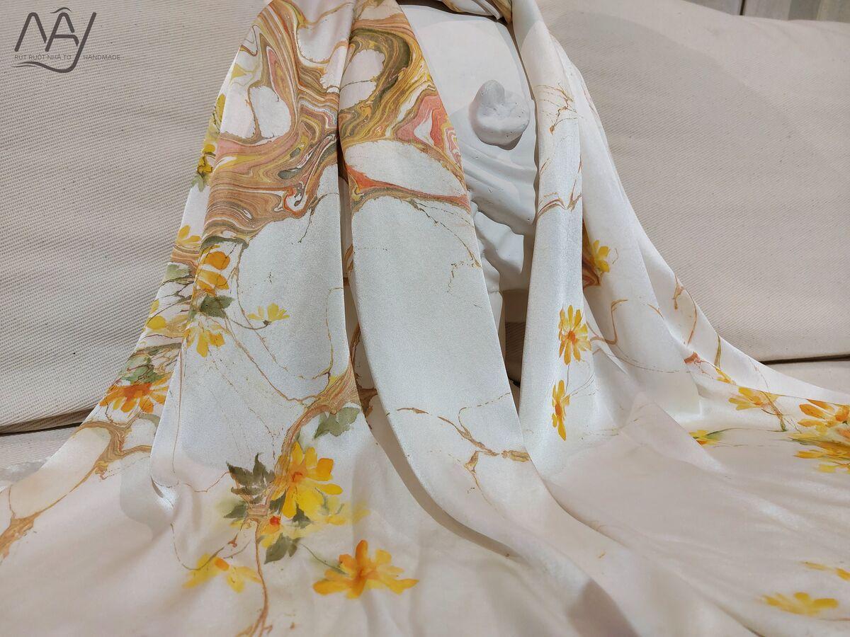 khăn lụa tơ tằm vẽ tay hoa hoàng yến 3