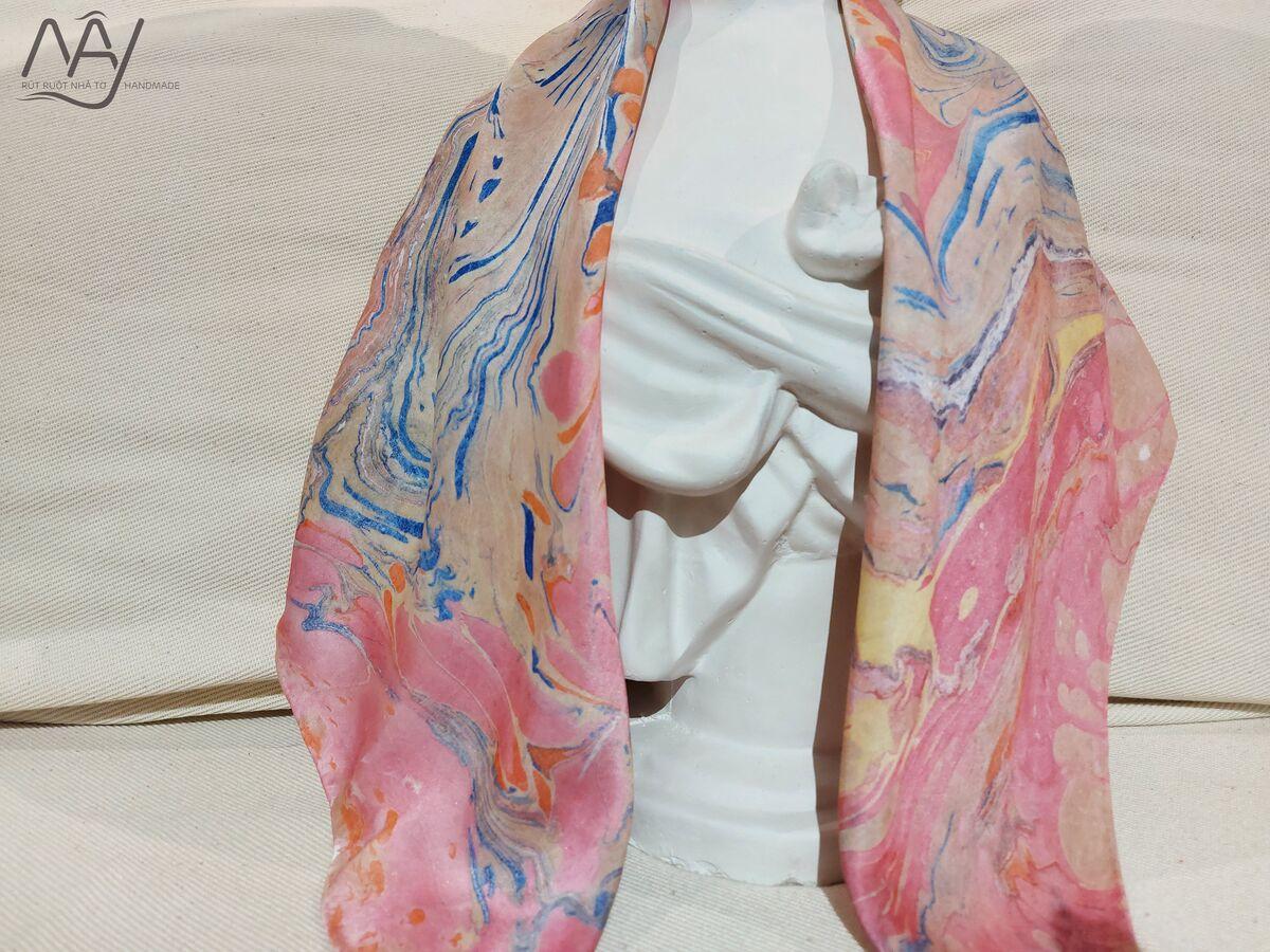 khăn lụa tơ tằm vẽ tay thủy ấn vân mây xanh hồng 1