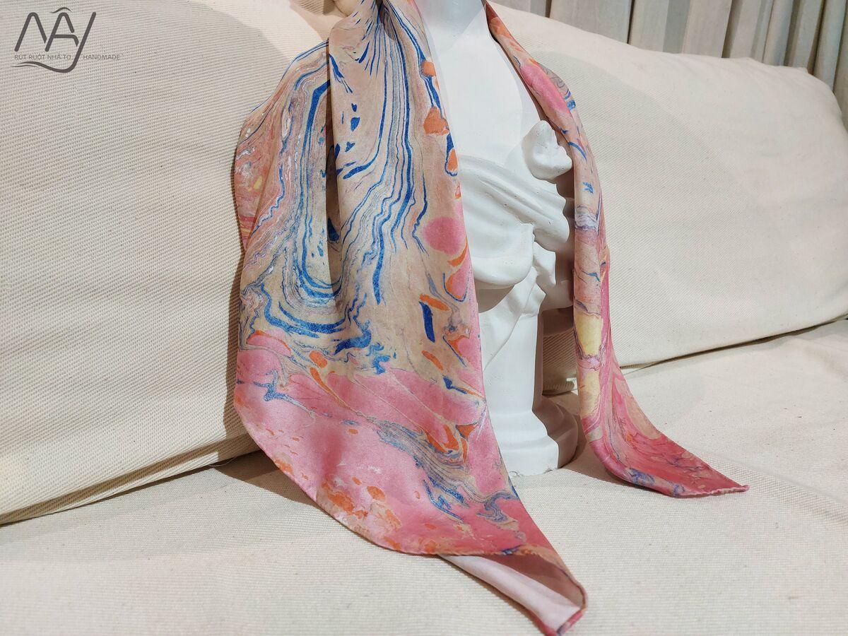 khăn lụa tơ tằm vẽ tay thủy ấn vân mây xanh hồng 2