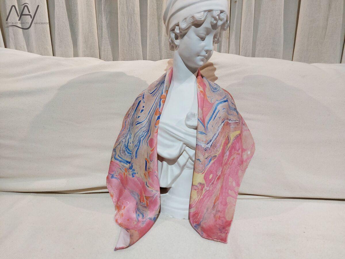 khăn lụa tơ tằm vẽ tay thủy ấn vân mây xanh hồng 3