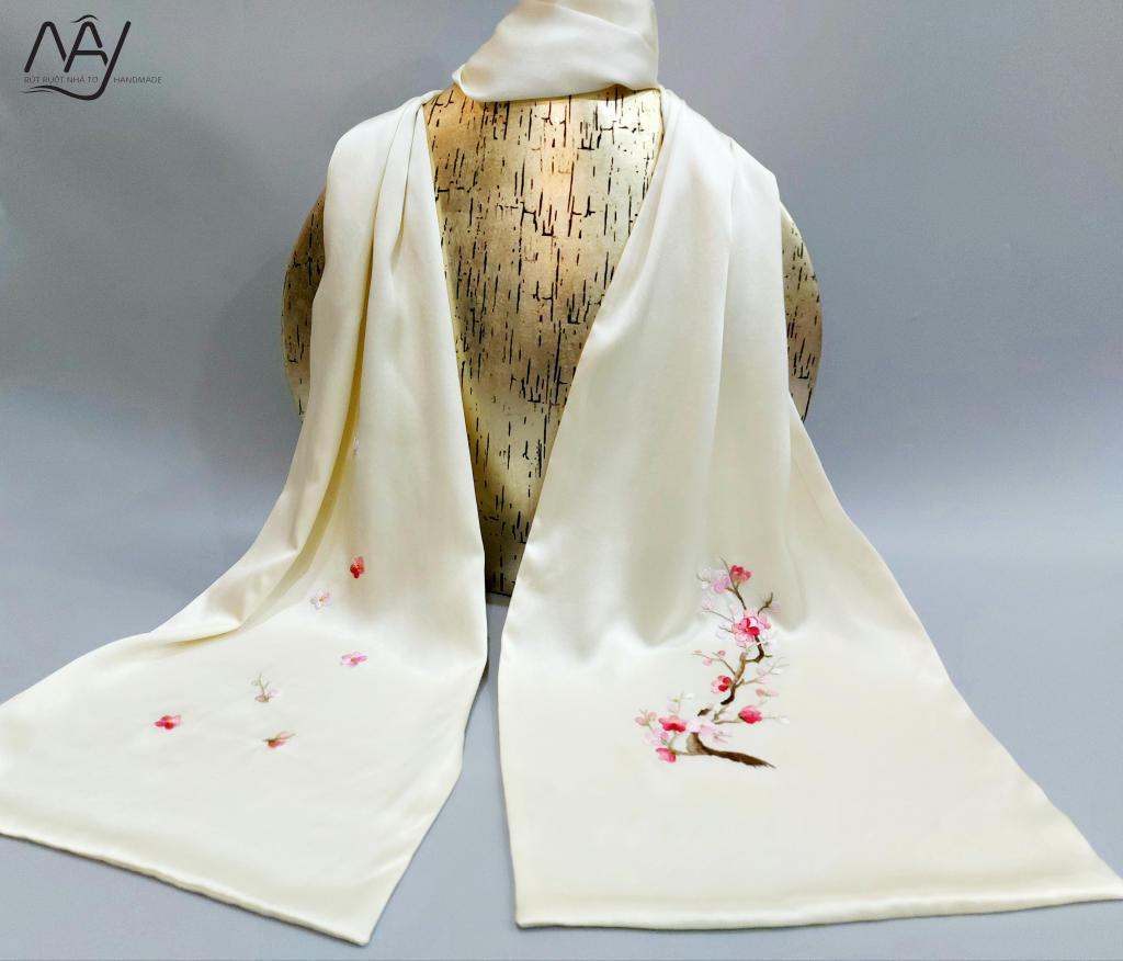 khăn lụa tơ tằm thêu tay hoa đào màu be 4