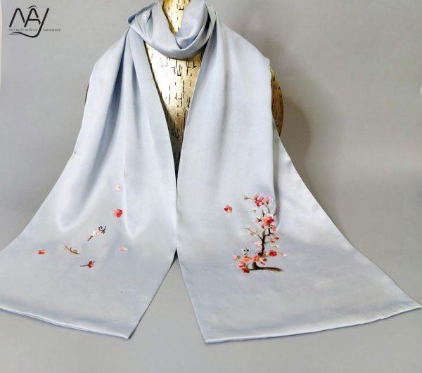 khăn lụa tơ tằm thêu tay hoa đào màu xanh 2