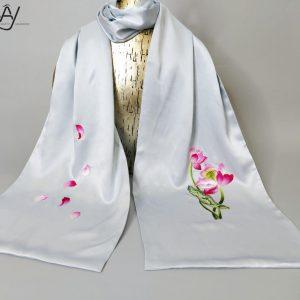 khăn lụa tơ tằm thêu tay hoa sen màu xanh 2